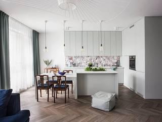 Mieszkanie na Muranowie Eklektyczna kuchnia od OIKOI Eklektyczny