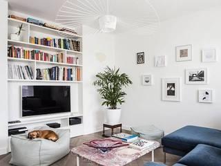 Mieszkanie na Muranowie Eklektyczny salon od OIKOI Eklektyczny