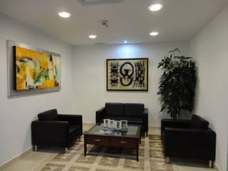 Despacho Consultores Bosques de Las Lomas: Salas de estilo  por MAGIA ARQUITECTONICA