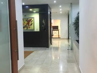 Despacho Consultores Bosques de Las Lomas: Estudios y oficinas de estilo  por MAGIA ARQUITECTONICA