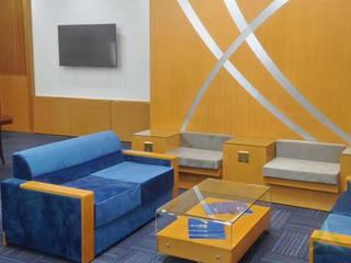 VAN NAM FURNITURE & INTERIOR DECORATION CO., LTD. Oficinas y bibliotecas de estilo clásico Cobre/Bronce/Latón Beige
