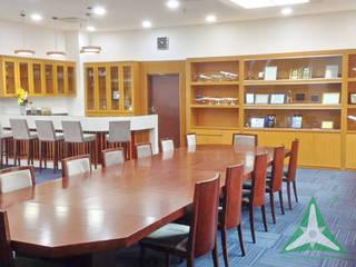 VAN NAM FURNITURE & INTERIOR DECORATION CO., LTD. Oficinas y bibliotecas de estilo moderno