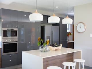 Bikki Wes Estate: modern Kitchen by Cecilia Architects CC
