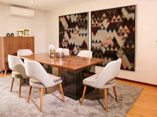 Sala de estar, jantar e hall de entrada por AtelierAtelier
