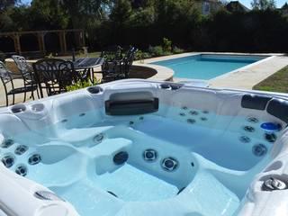 Award Winning In Ground Pool & Hot Tub Installation Bedfordshire の Blue Cube Pools モダン