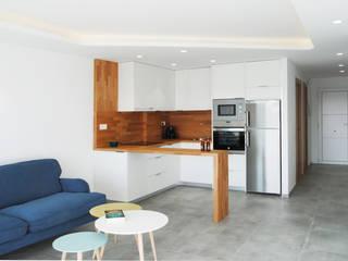 Cocina abierta al salón: Cocinas integrales de estilo  de Loft 26