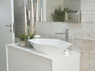 Remodelação, design e decoração de moradia: Casas de banho  por AtelierAtelier,Moderno