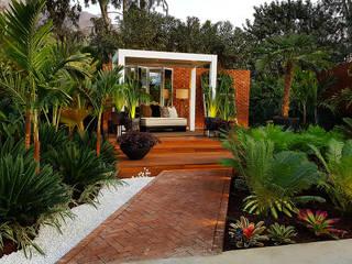 Marcia Lenz Paisajismo Tropical style garden