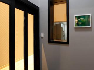 용인 전원주택 B동 30py - 현관: Design Daroom 디자인다룸의  복도 & 현관