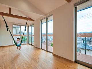 壱分の家 新築工事: Echizen Ryouta Design Laboratoryが手掛けた子供部屋です。,