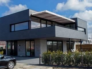 Moderne Villa in Plan Vaart Alkmaar:   door Nico Dekker Ontwerp & Bouwkunde