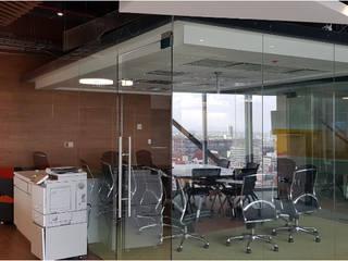 Corporativo: Terumo BTC: Estudios y oficinas de estilo  por Spazzio ,