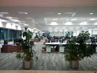 Corporativo Bumeran / Inmuebles 24: Estudios y oficinas de estilo  por Spazzio ,
