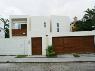 Casa familiar en Las Gaviotas, Puerto Vallarta Casas modernas de RGR Arquitectos + Urban Strategy Moderno