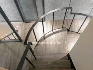 por 築本國際設計有限公司 Minimalista