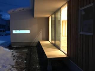 SG 軒の深い平屋 の 塚野建築設計事務所 モダン