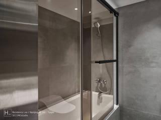 Baños modernos de SECONDstudio Moderno