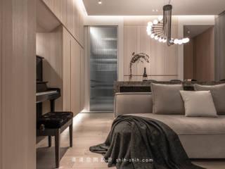 living room / dining area:  客廳 by 湜湜空間設計