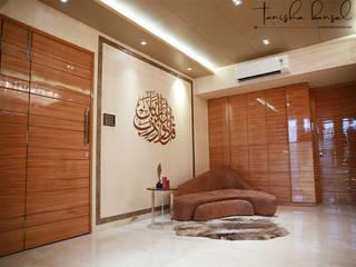Mr. Raju Kanchvala santacruz (Mumbai):  Living room by Aesthetica