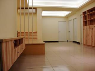 新店輕自在 现代客厅設計點子、靈感 & 圖片 根據 TGDesgin.Studio 現代風
