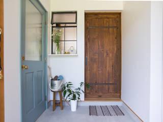 土間キッチンの家 house_in_nishiyama: タイラ ヤスヒロ建築設計事務所/yasuhiro taira architects & associatesが手掛けた玄関&廊下&階段です。,
