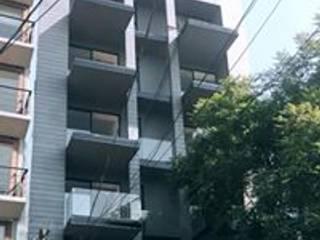 Fachada principal : Condominios de estilo  por NEU ARQUITECTURA