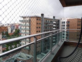 ANTIKEDA Balcones y terrazas de estilo industrial Plástico Negro