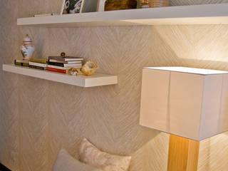 Projeto remodelação de sala TV: Salas de estar ecléticas por Tangerinas e Pêssegos - Design de Interiores & Decoração no Porto