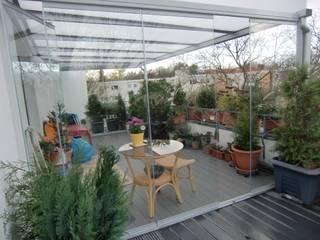Überdachung Dachterrasse Montage & Design Gunter Uhlig Klassischer Balkon, Veranda & Terrasse Aluminium/Zink Metallic/Silber