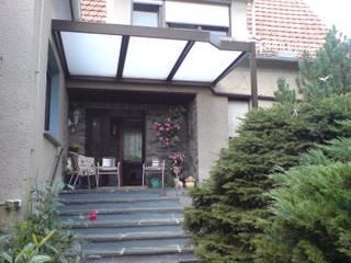 Überdachung Dachterrasse Montage & Design Gunter Uhlig Klassischer Balkon, Veranda & Terrasse Aluminium/Zink Braun