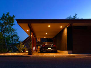 旭川のI邸: 金田博道建築研究所株式会社が手掛けたガレージです。