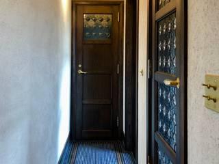 海のPetit Trianon: 金田博道建築研究所株式会社が手掛けたドアです。