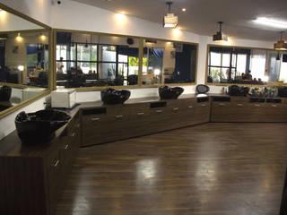 Barbería:  de estilo industrial por Marengo estudio, Industrial
