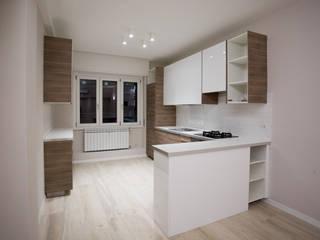 Cocinas de estilo moderno de Ristrutturazione Case Moderno