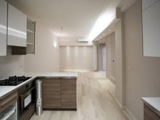 Appartamento Milano via Rembrandt - 78 mq: Cucina in stile  di Ristrutturazione Case