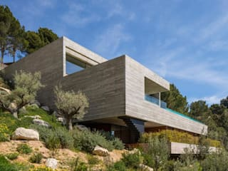 Family House in the Slope Modern Houses by Block Distributors Modern
