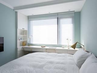 Bedroom by 層層室內裝修設計有限公司