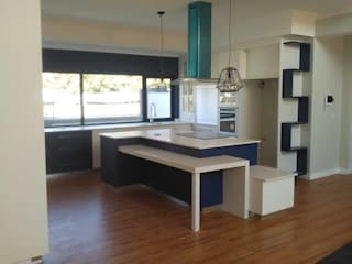 Completed Work:  Kitchen by Universal Kitchens & Granite