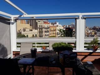 Toldos para derramiento de terrazas: Balcones y terrazas de estilo  de TOLDOS CLOT, S.L.