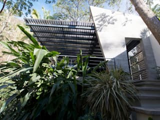 Multi-Family house by RGR Arquitectos + Urban Strategy, Modern