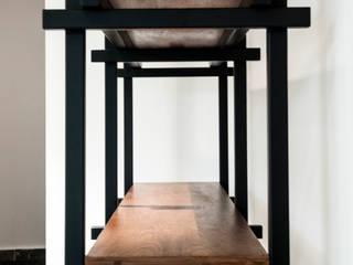 Oficina O:  de estilo industrial por Maquiladora de Muebles, Industrial