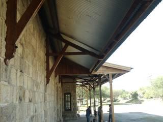 Restauración estación de Ferrocarril La Vega, Jalisco: Pasillos y recibidores de estilo  por Taller 1.0 Arquitectos