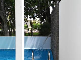 Libano 17 - Residencial Cumbres: Albercas de jardín de estilo  por Isaac Flores Arquitectura y Arte,