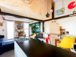 Habitat ouvrier: Éléments de cuisine de style  par Elisabeth Manguin Architecte
