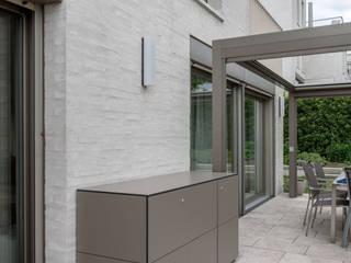 hiện đại  theo design@garten - Alfred Hart -  Design Gartenhaus und Balkonschraenke aus Augsburg, Hiện đại