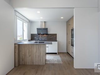 Reforma integral de piso en Sevilla Cocinas de estilo moderno de Ares Arquitectura Interiorismo Moderno