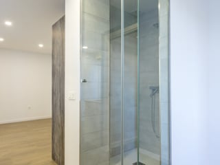 Apartamento para alquilar Baños de estilo moderno de Ares Arquitectura Interiorismo Moderno