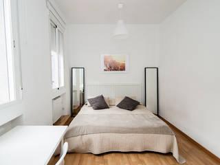 Dormitorio principal.: Dormitorios pequeños de estilo  de Ponytec