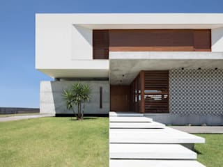 Houses by Martins Lucena Arquitetos, Minimalist