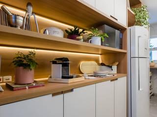 Minimalistyczna kuchnia od Macro Arquitetos Minimalistyczny